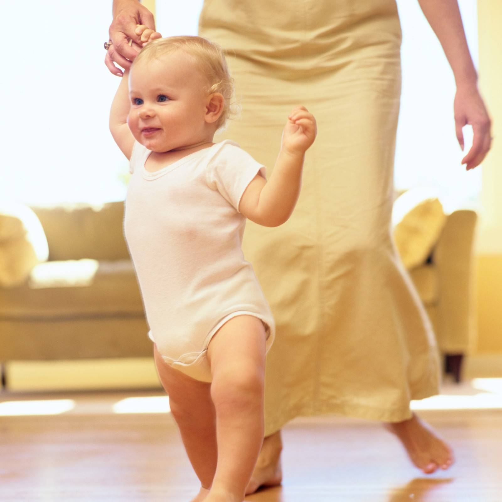 Ребенок начинает ходить: что нужно знать об этом родителям