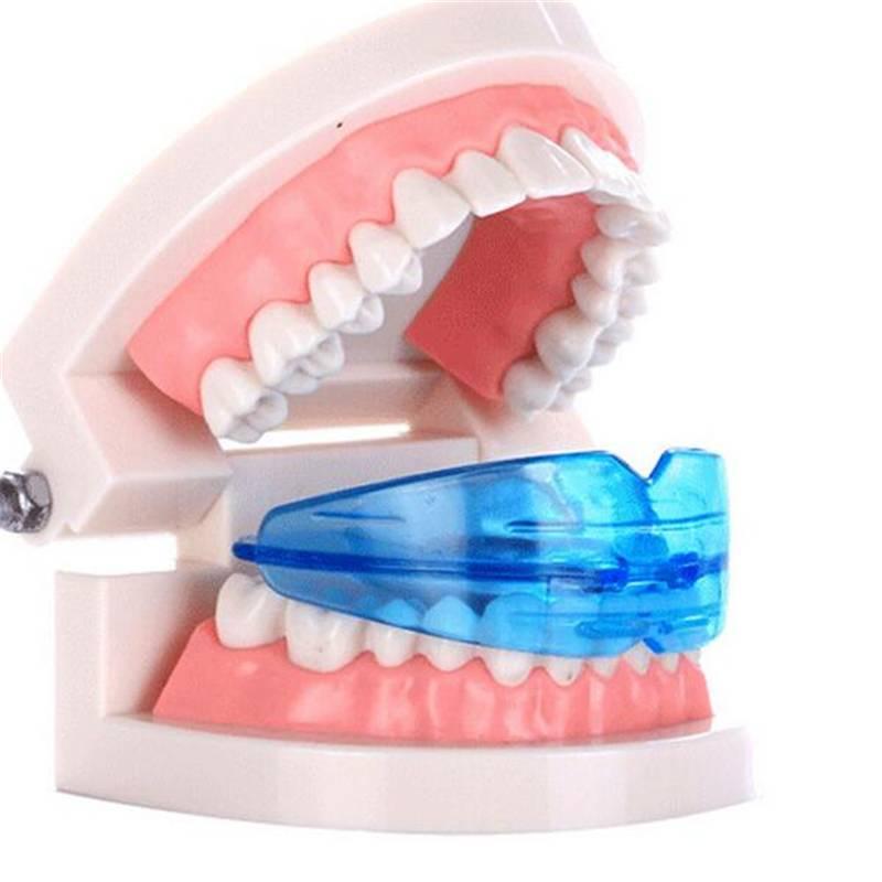 Пластинка для выравнивания зубов: виды, сколько носят, правила ухода