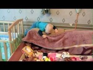 ᐉ ребенок упал с дивана: действия мамы. ребенок упал с кровати или дивана вниз головой и ударился: что делать — мнение доктора комаровского ➡ klass511.ru