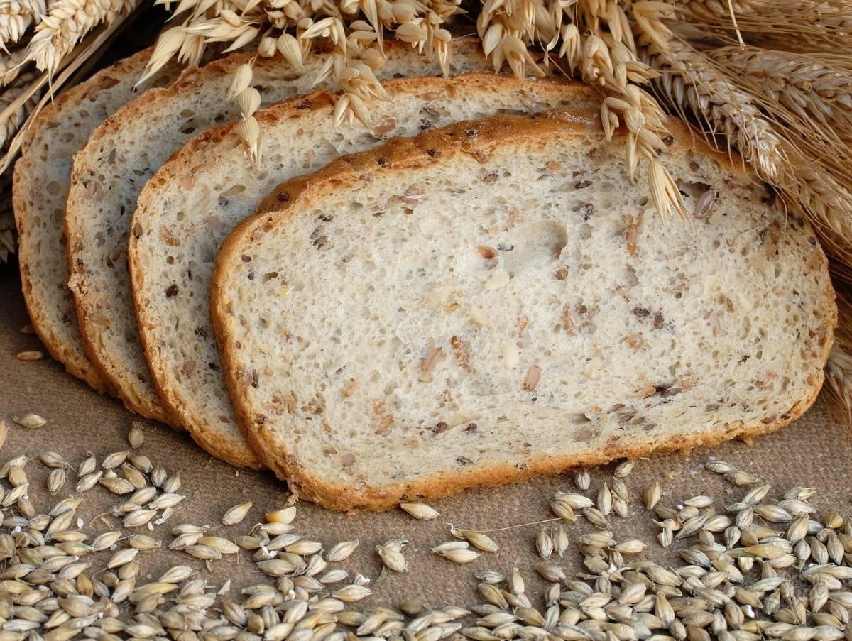 Хлеб при грудном вскармливании: можно ли есть кормящей маме белый или черный хлеб