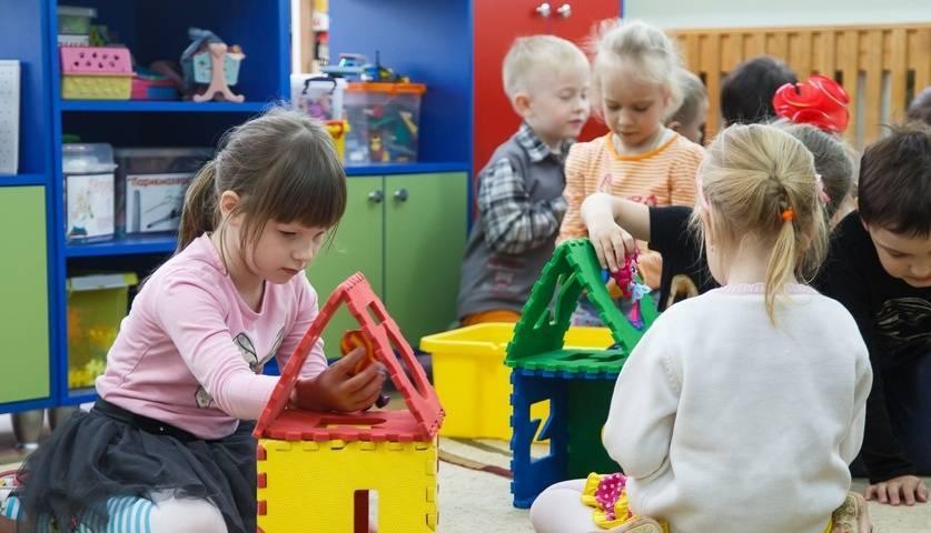 Нужно ли отдавать ребенка в детский садик: все «за и против» — мнение психологов. во сколько лет лучше отдавать ребенка в детский сад