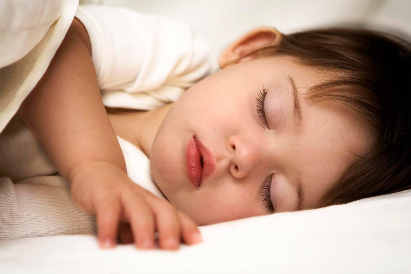 Почему ребенок скрипит зубами во сне - лечение, советы комаровского | во сне