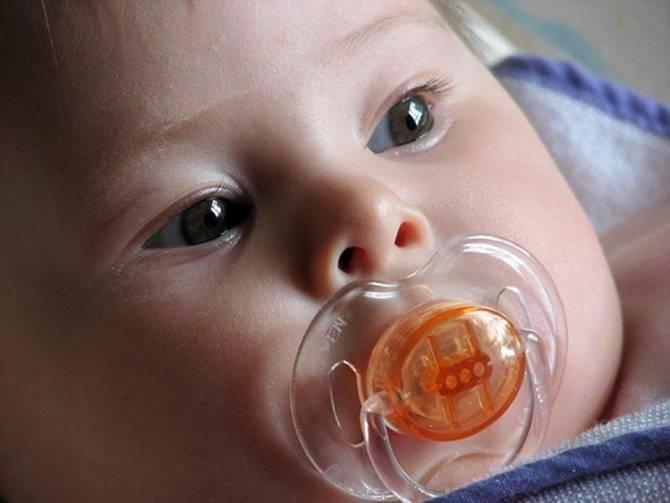 Как приучить новорожденного к пустышке: как правильно подобрать соску, виды (видео)