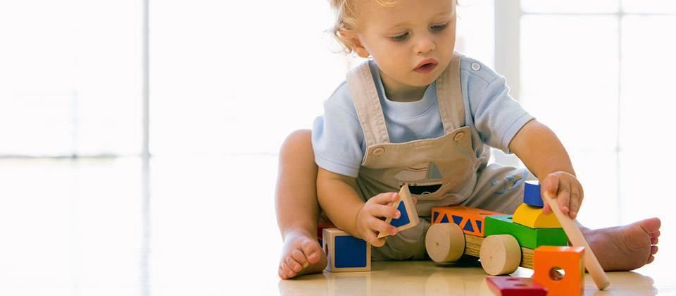 Что должен уметь ребенок в 6 месяцев: критерии развития девочки, мальчика | календарь развития | vpolozhenii.com