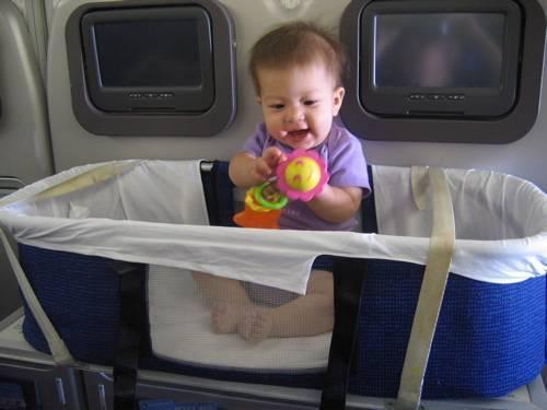 Чего бояться при путешествии с младенцем на самолете, что взять с собой