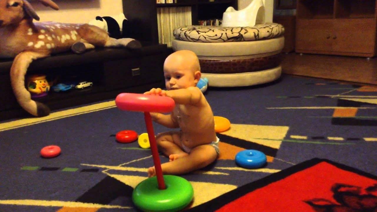 Детская пирамидка: какую выбрать и как научить ребенка в нее играть?