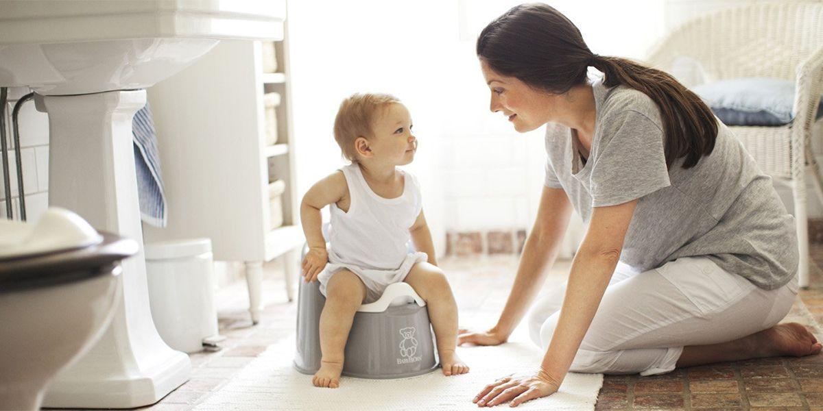 Ребенок боится какать (ходить в туалет по-большому): что делать?