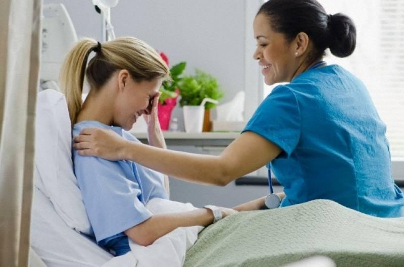 Чем лечить горло при грудном вскармливании: как быстро его исцелить, если болит, что можно делать во время гв маме, чем полоскать, каково мнение комаровского?