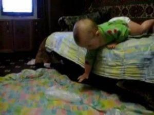Грудничок упал с дивана и ударился головой: помощь в 3, 4, 5, 6, 7, 8 и 9 месяцев