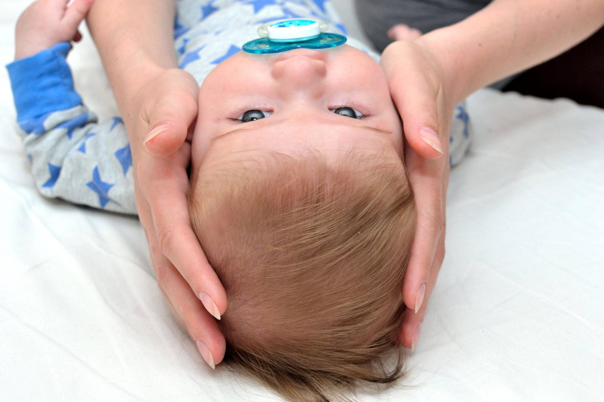 Ребенок упал с дивана: действия мамы. ребенок упал с кровати или дивана вниз головой и ударился: что делать — мнение доктора комаровского