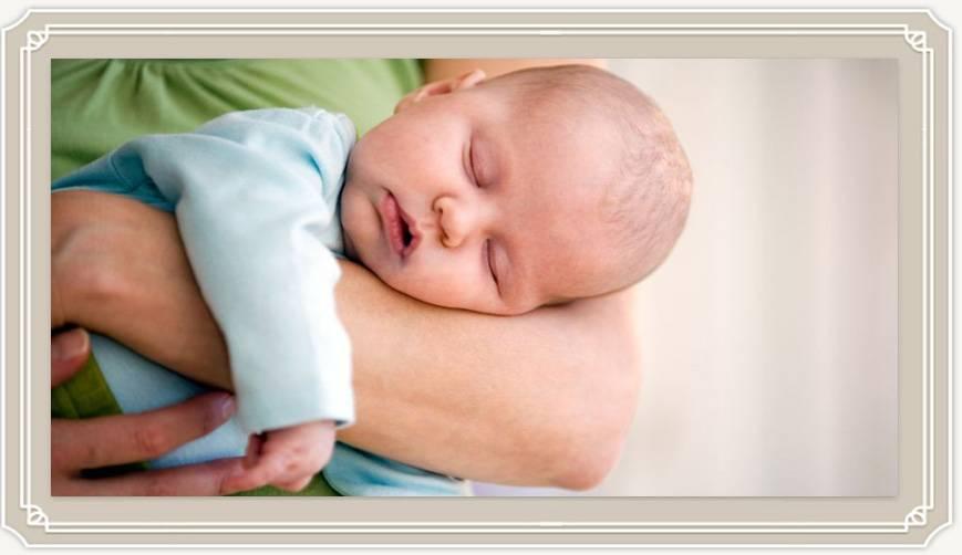 Нужно ли будить новорождённого для кормления | уроки для мам