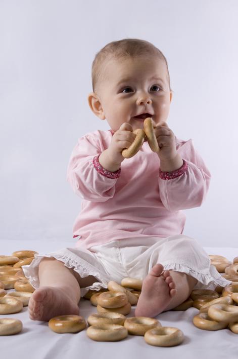 Как научить ребенка жевать и глотать? (8 месяцев)