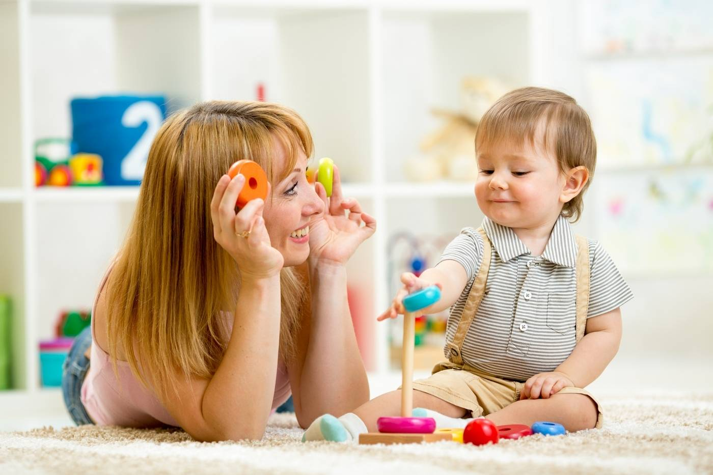 Развивающие игры для детей 10 месяцев: чем занять ребенка, во что и как поиграть