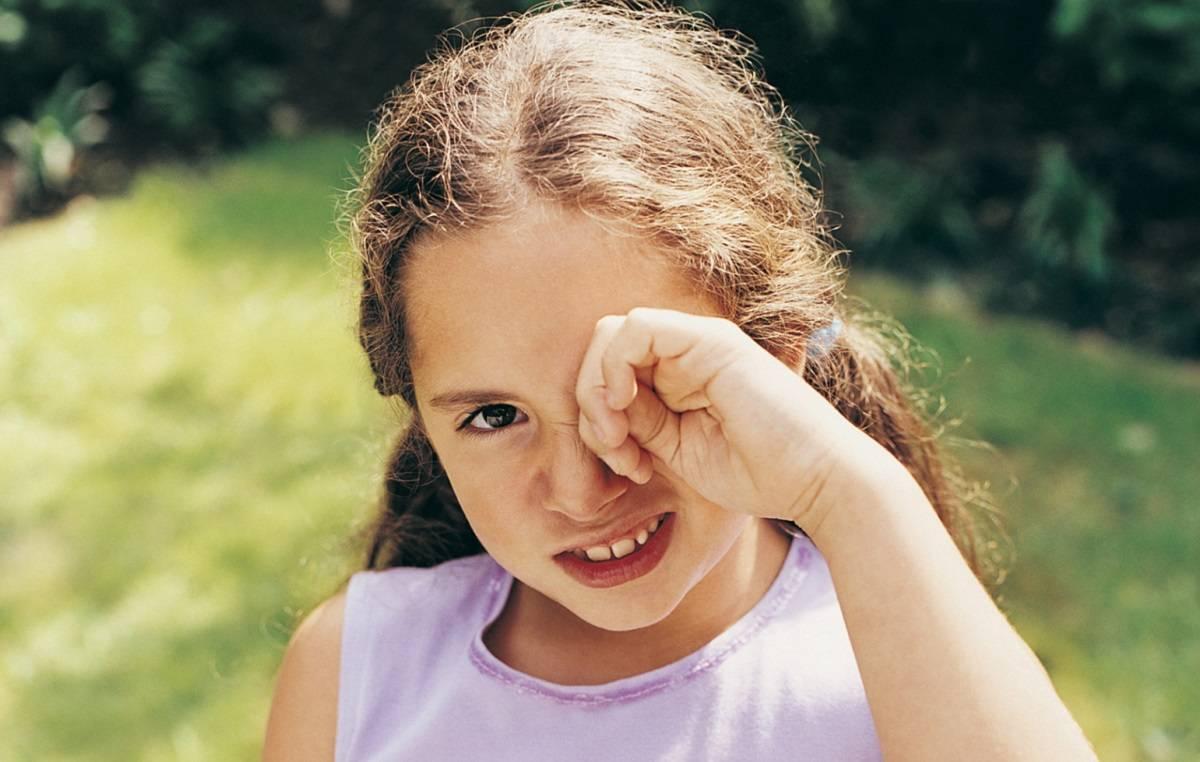 Ребенок трет постоянно один глаз