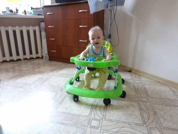 Как правильно выбрать детские ходунки