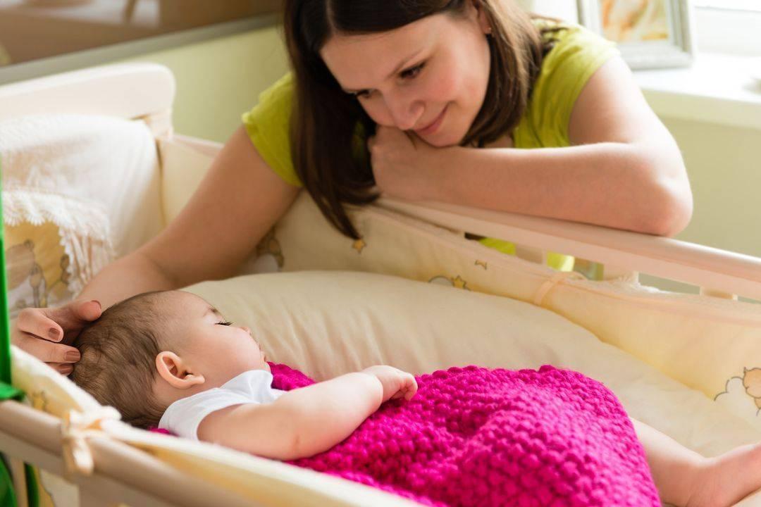 Почему ребёнок плачет перед сном: оперативное решение проблемы и анализ причин