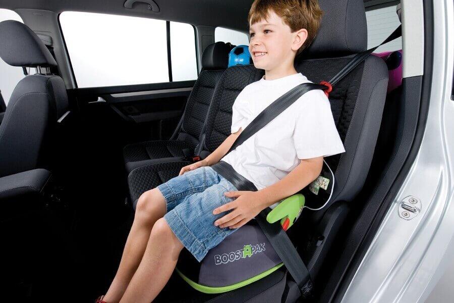 Автомобильный бустер: с какого возраста можно использовать его?