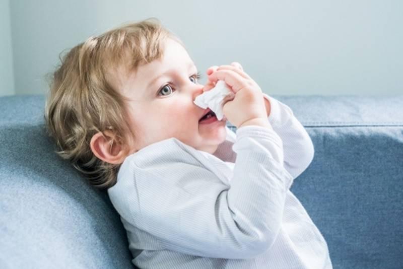 У ребёнка заложен нос, а соплей нет: что делать?