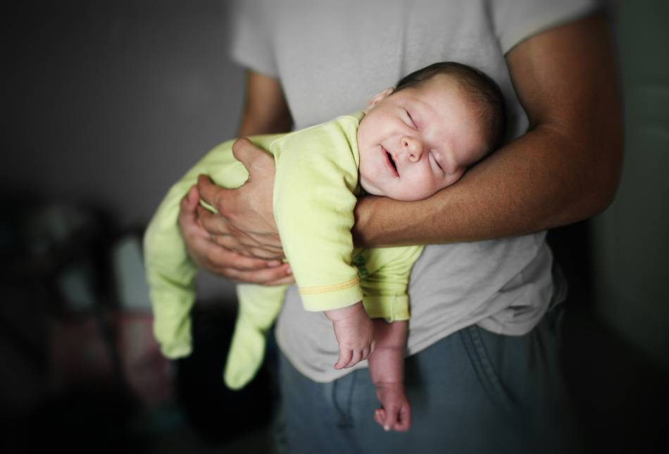 Е. комаровский - как ребенка отучить от рук в 2 месяца, отучить младенца от качания перед сном