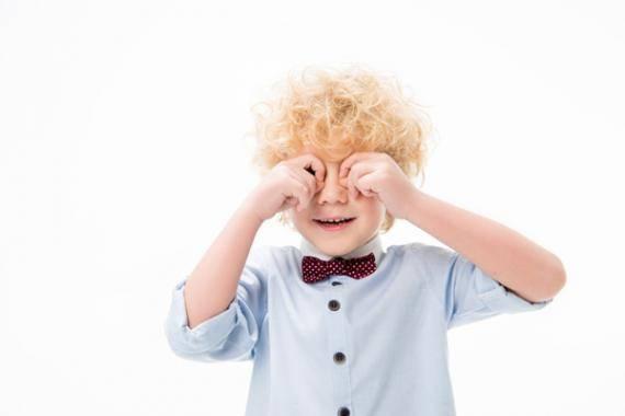 Ребенок 2 года часто моргает глазами причины и лечение - все о детях