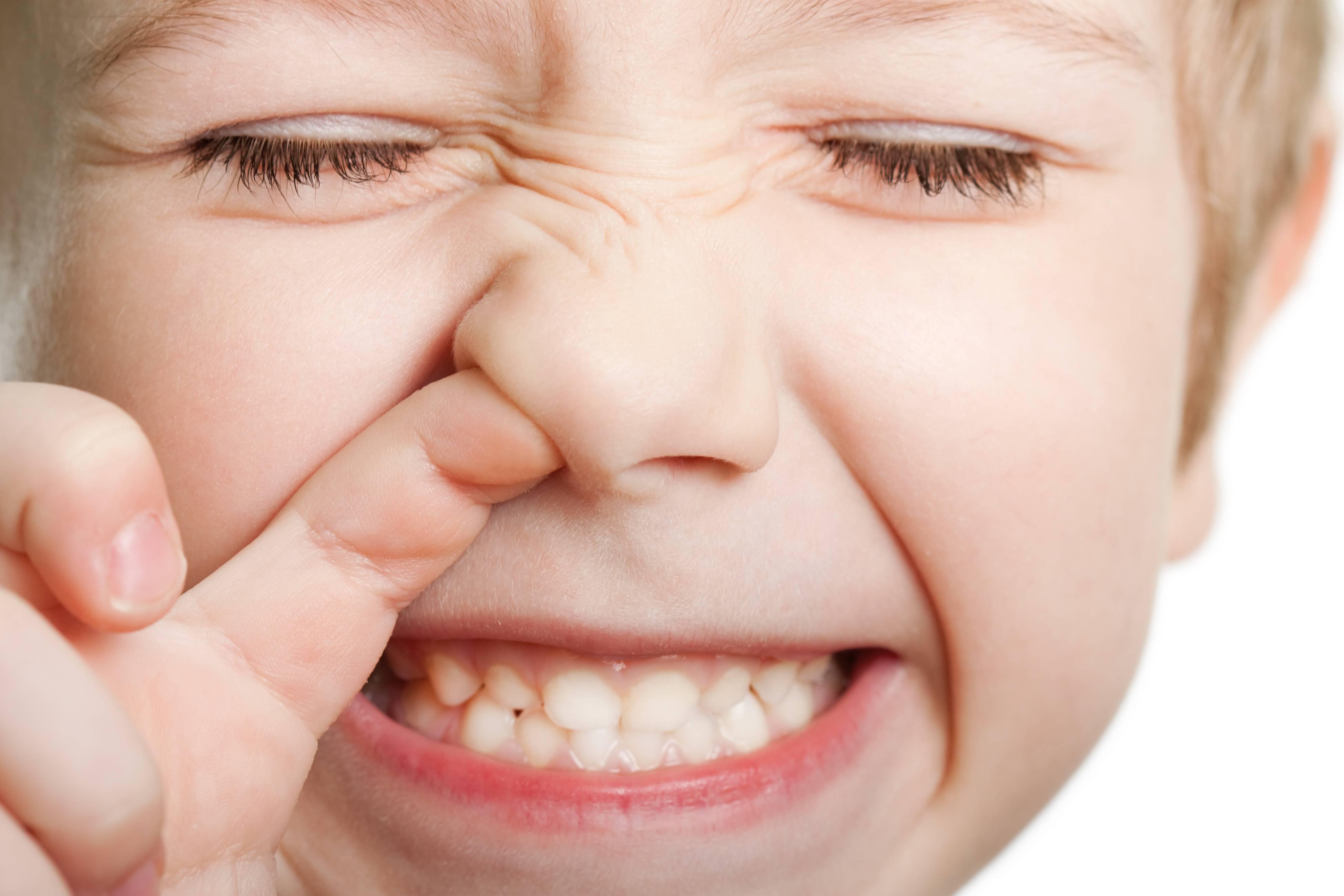 У ребенка постоянно открыт рот: почему это происходит и по какой причине малыш не закрывает его?