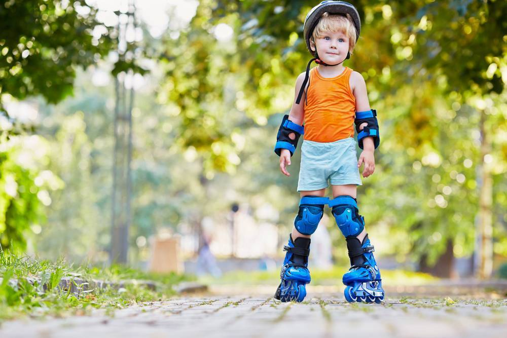 Как научить ребенка кататься на роликах — российская газета