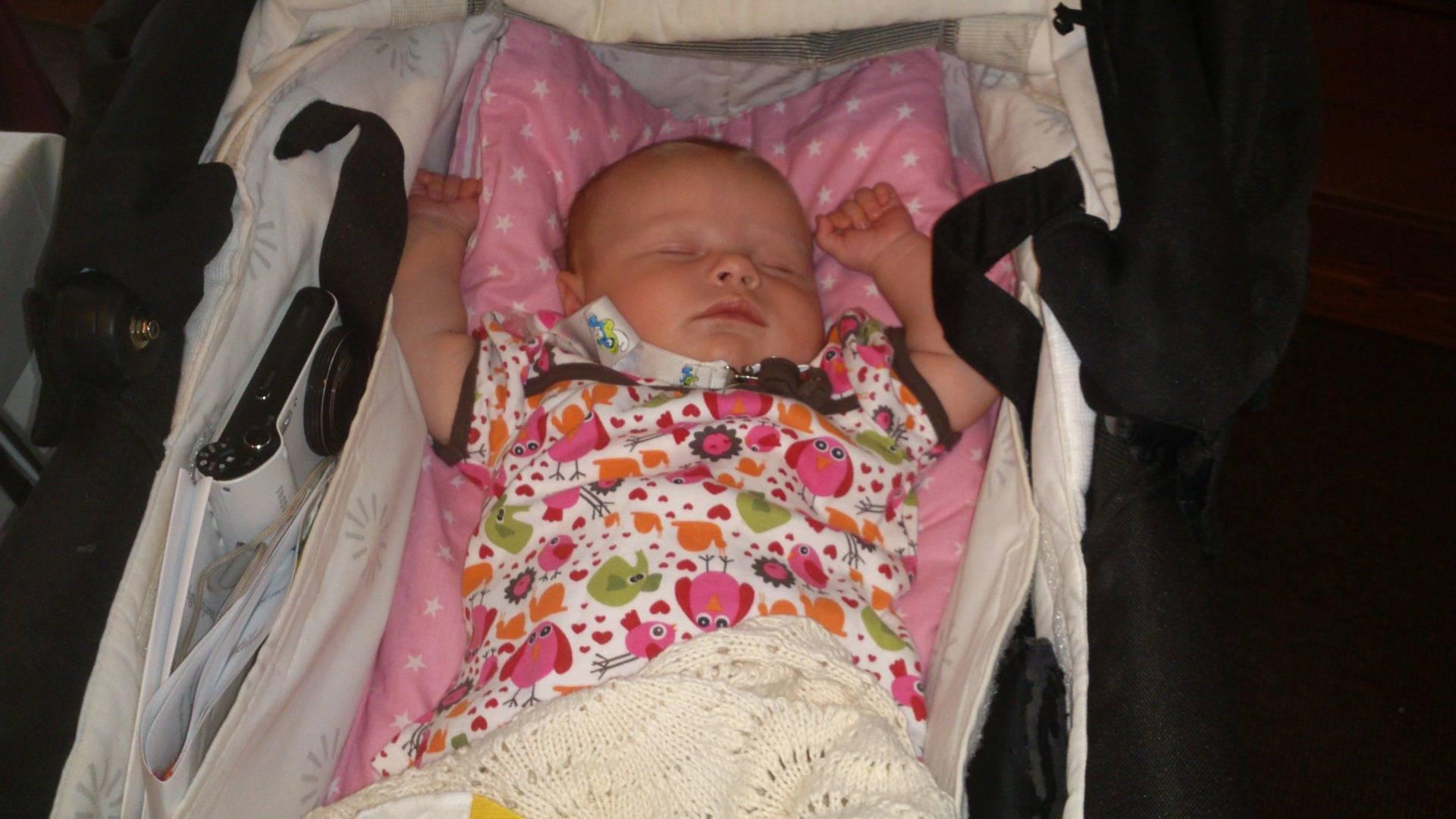 Когда гулять с новорожденным после роддома?