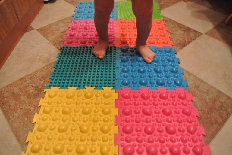 Массажный коврик своими руками для лучшего кровообращения и предотвращения плоскостопия у детей (инструкция и фото-описание)