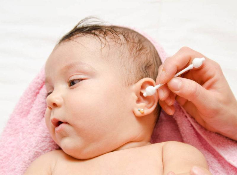 Как чистить уши новорожденным   уроки для мам