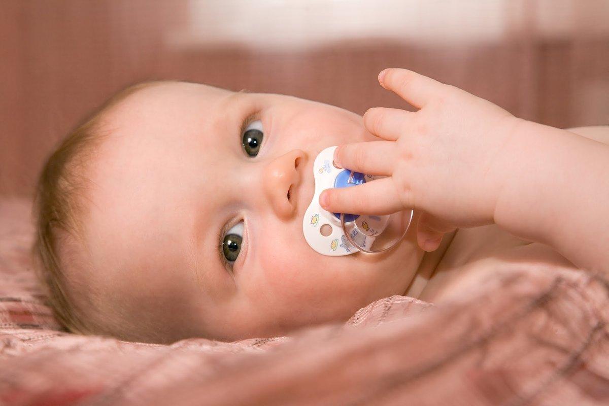 Как быстро и без слез приучить ребенка к соске (пустышке)