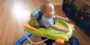 Когда ребёнок начинает вставать на ноги