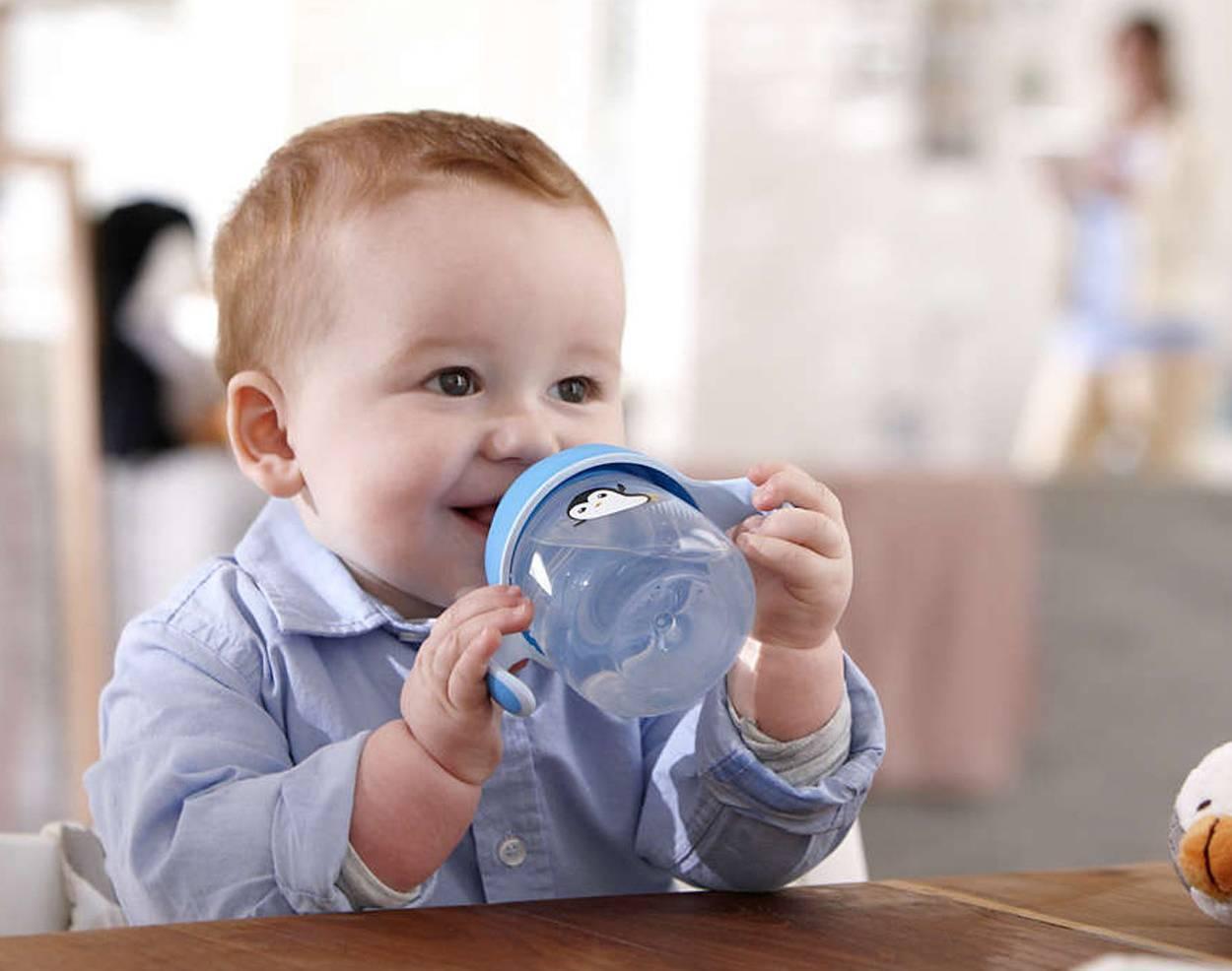 Как приучить грудного ребенка к кормлению из бутылочки