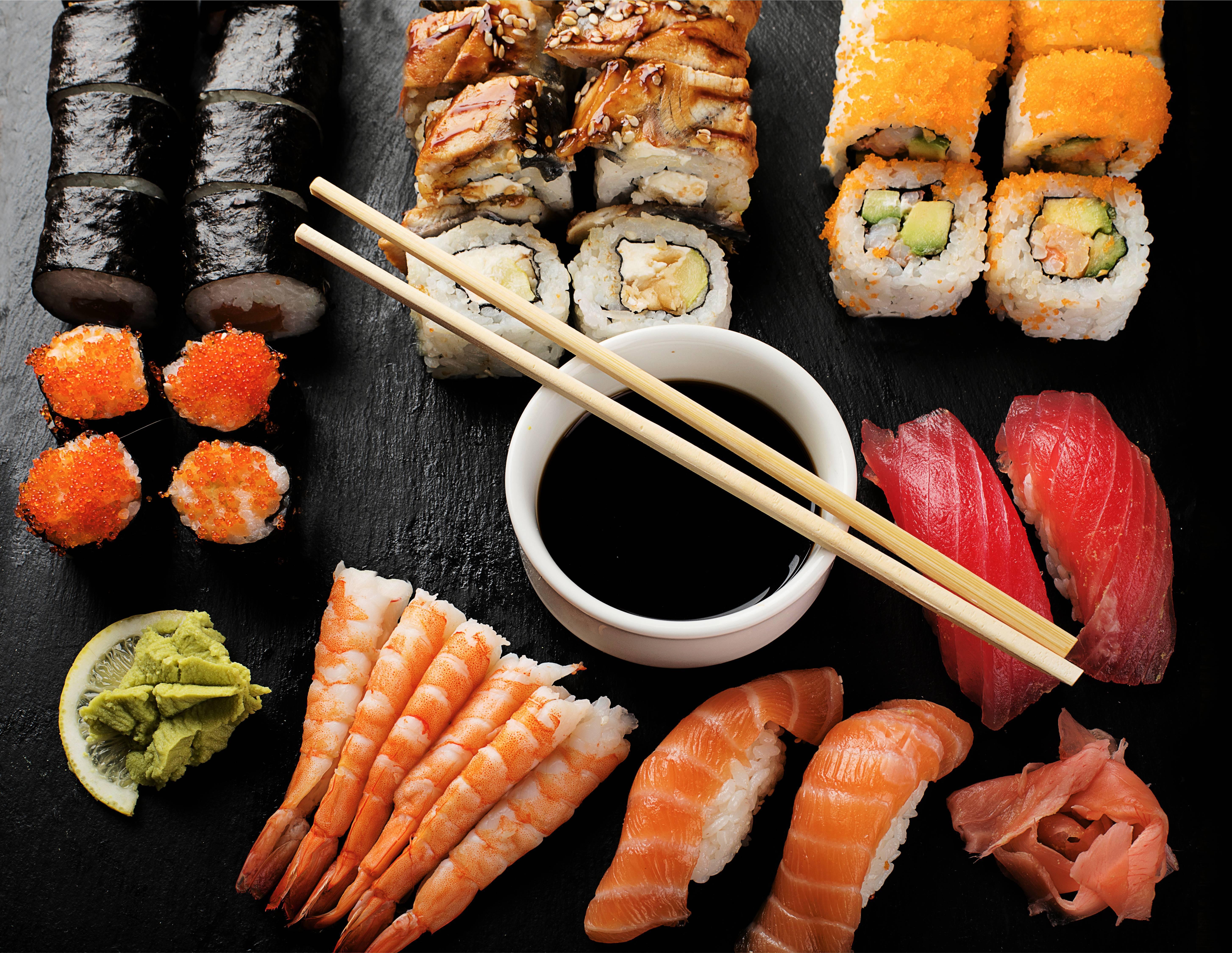 Можно ли кормящей маме побаловать себя соевым соусом, роллами и суши: японская кухня при грудном вскармливании - врач 24/7