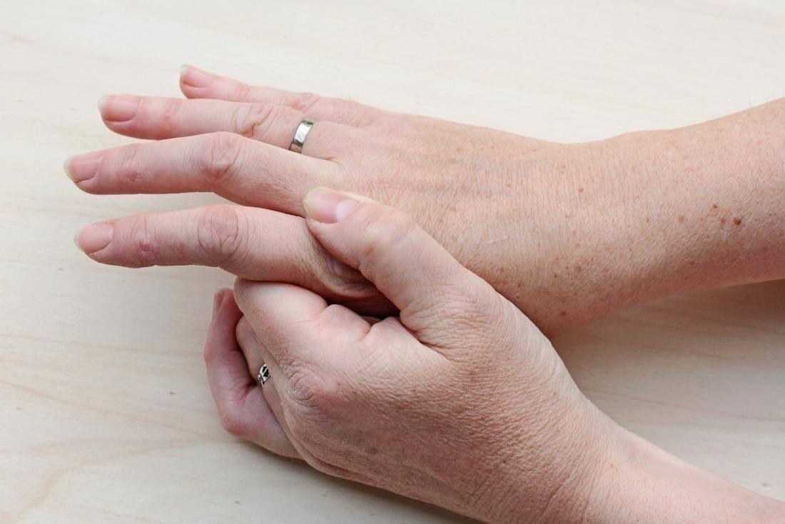 Бородавки на руках: причины и лечение в домашних условиях