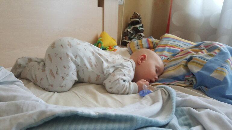 Ребенок тяжело дышит во сне: симптомы, причины, последствия и лечение