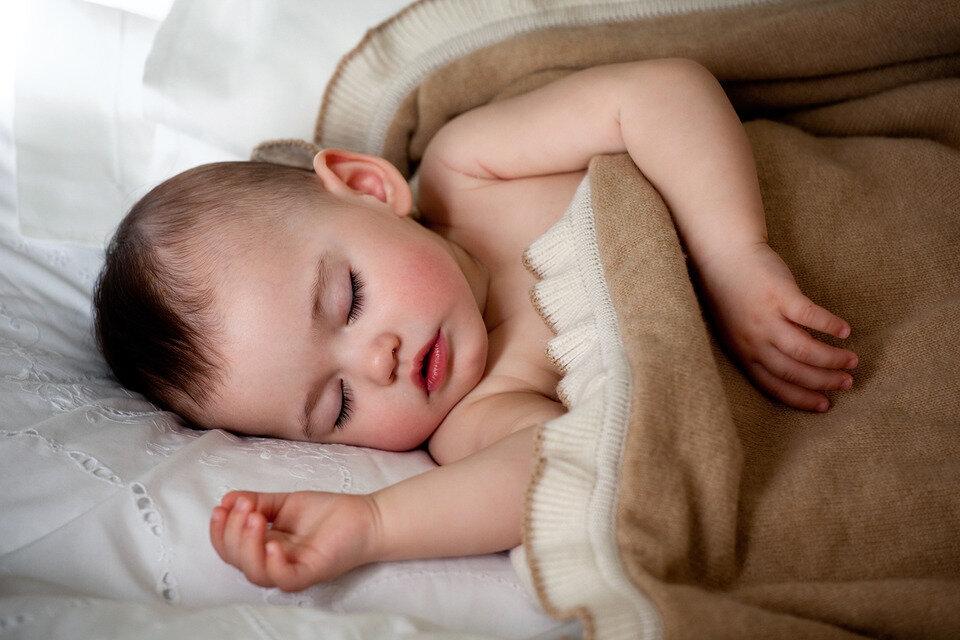 Грудничок храпит во сне: причины и лечение