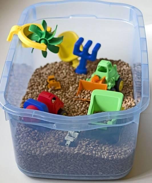Тематические сенсорные коробки для детей (ферма, африка, море, зима, динозавры и др.)