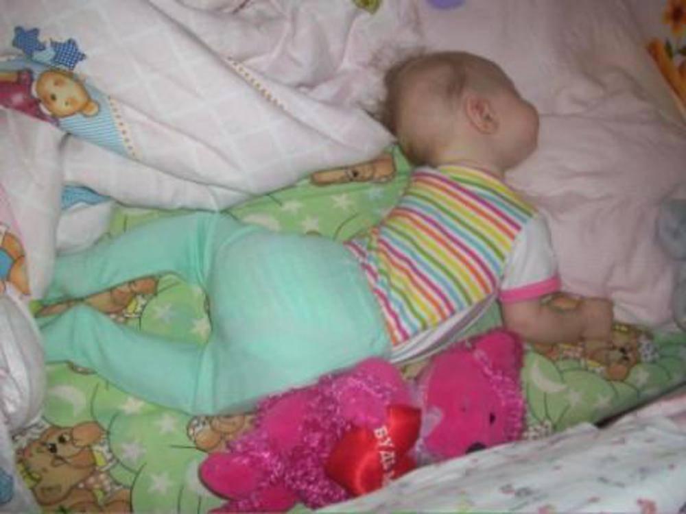 Новорожденный ребенок спит на животе: можно ли это, с какого возраста
