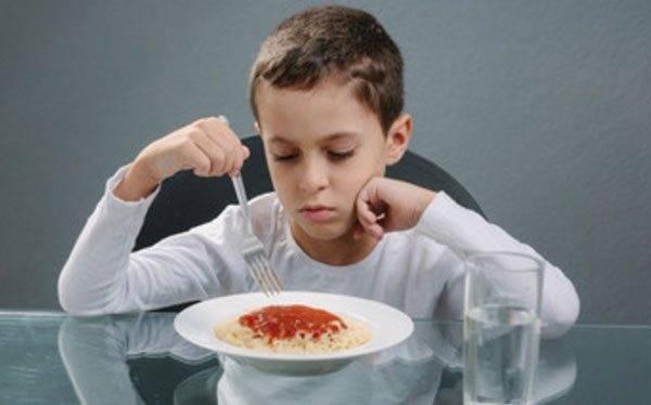 У ребенка болит живот после еды: причины детских жалоб и лечение