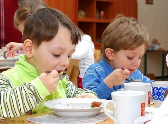 Ребенок не ест в детском саду - 2 совета психологов, консультации