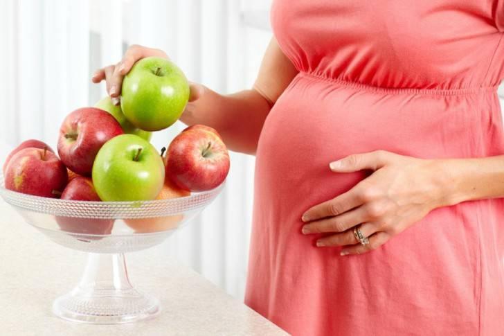 Бананы при беременности на ранних сроках: польза и вред, можно ли есть