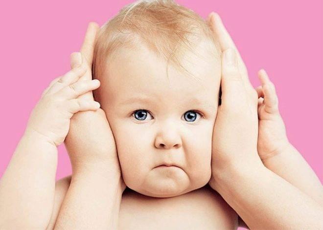 Когда грудничок начнет четко видеть и слышать окружающих?
