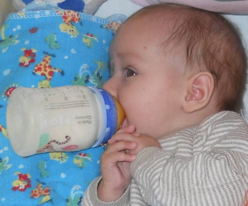 Ребенок срыгивает через час после кормления, почему ребенок срыгивает через час, 2 часа после еды