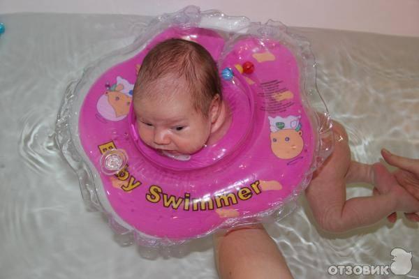 С какого месяца можно использовать надувной круг на шею для плавания и купания младенцев