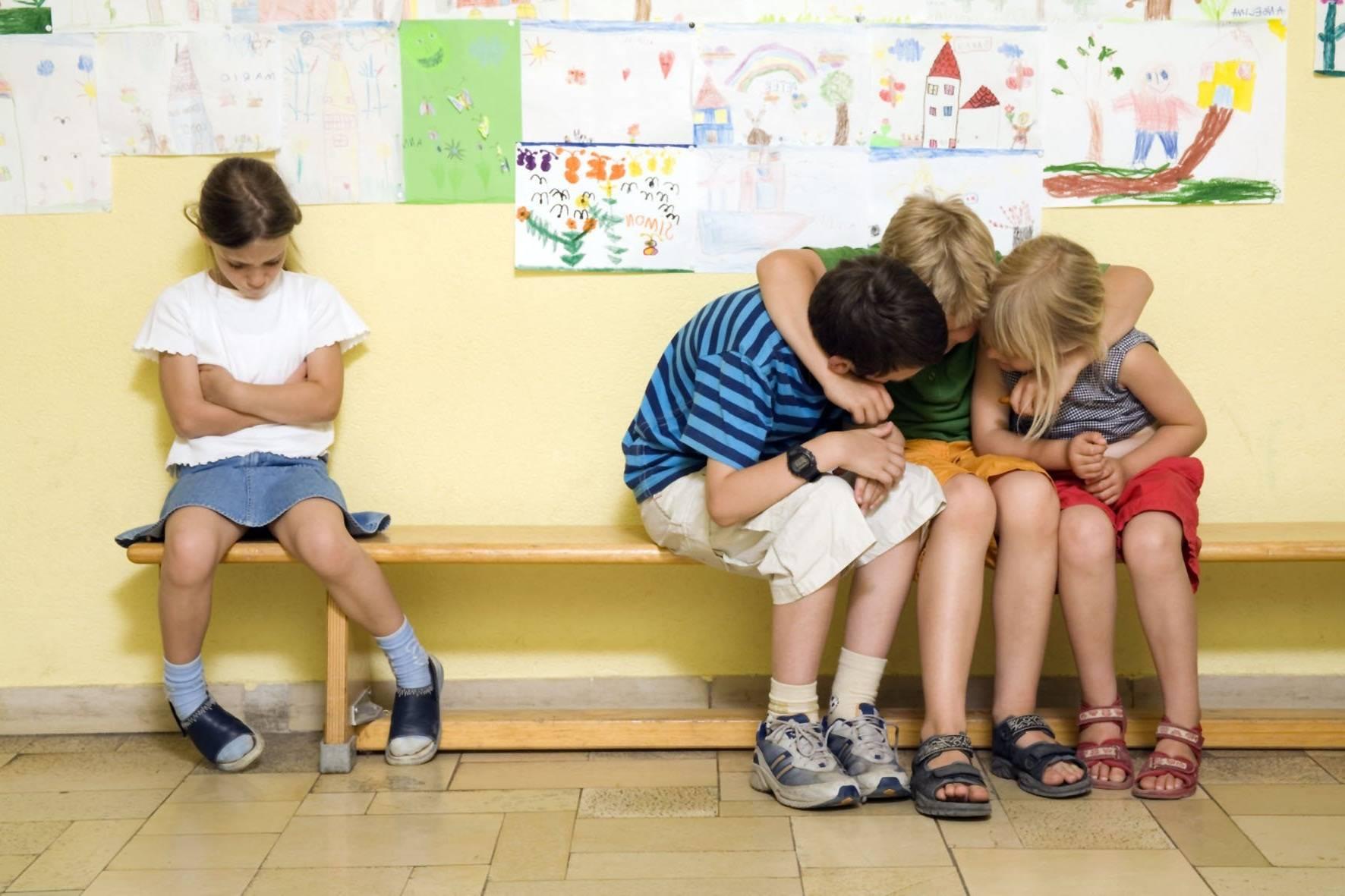 Ребенок не идет в детский сад. как научить его дружить?