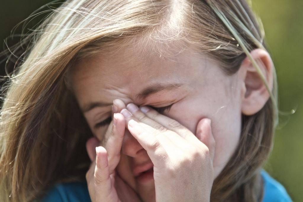 Ребенок чешет глаза и иногда нос: причины и способы решения проблемы | konstruktor-diety.ru