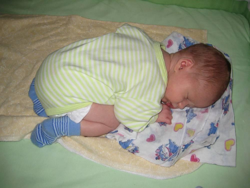 С какого возраста ребенку нужна подушка? ортопедическая и наклонная подушки