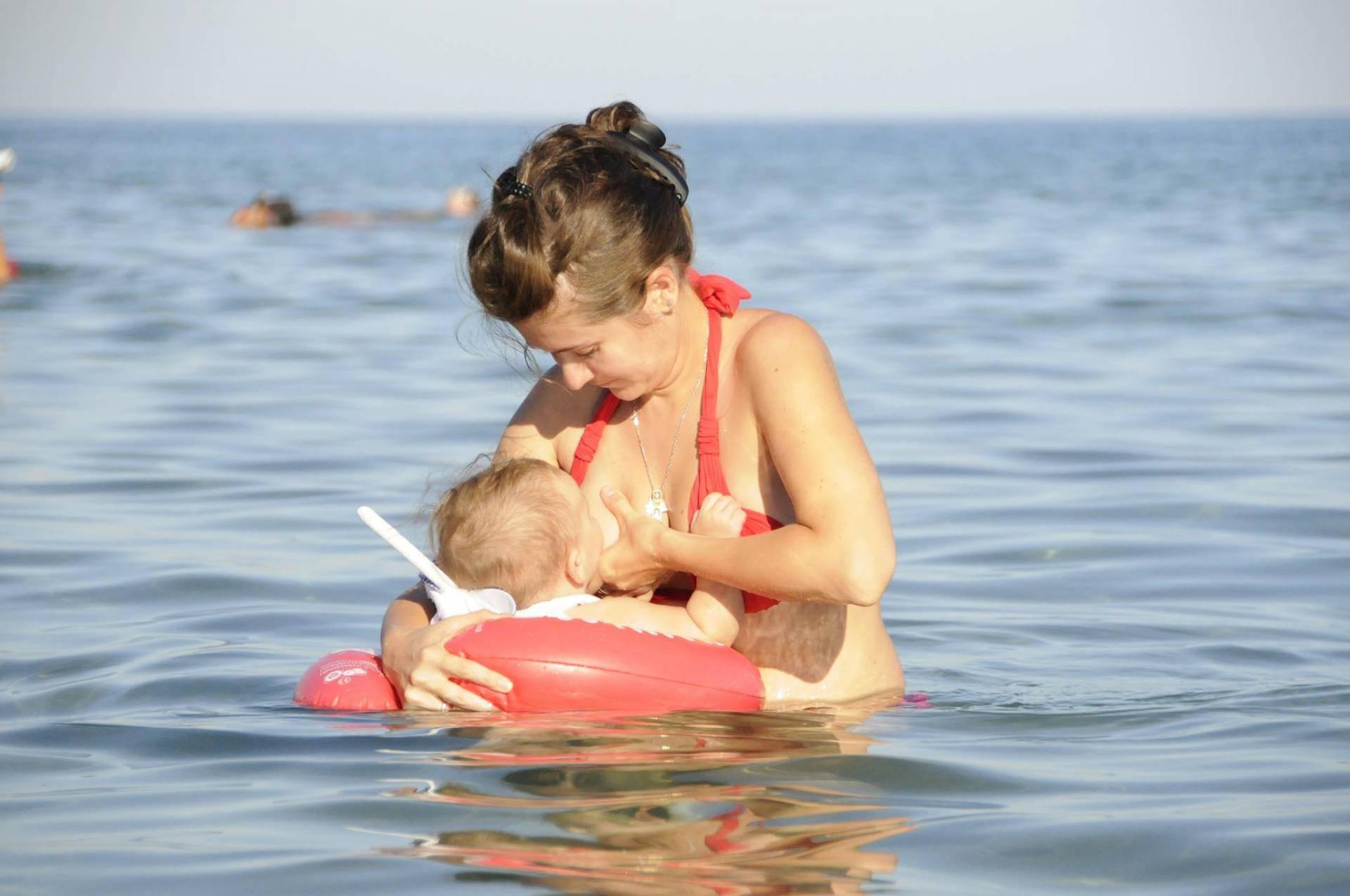 Солярий при грудном вскармливании: можно ли ходить кормящей маме на эту процедуру, а также загорать на солнце, рекомендации во время лактации