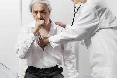 Кашель на нервной почве – причины, симптомы, лечение