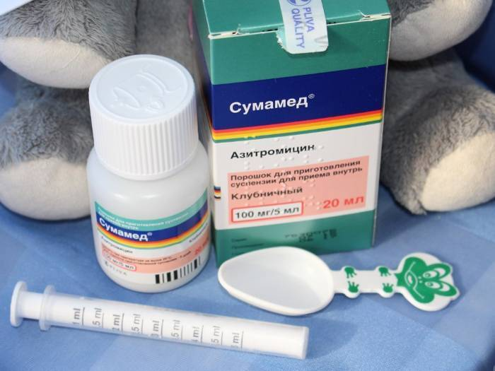 Антибиотики для детей при простуде и температуре: список эффективных средств